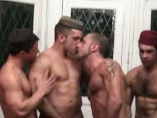 Chaudes partouzes rebeu bareback entre arabes gays !