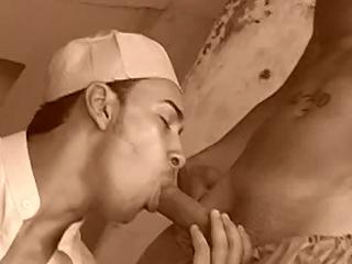 Jeune beau goss rebeu sucent et se font arrosés de foutre dans un Ryad au gay Maroc